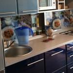кухня с передвижным фартуком